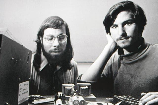 En una foto de archivo, Steve Jobs junto a Steve Wozniak, en los inicios de Apple