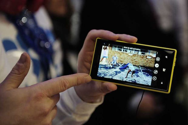 El Nokia Lumia 720, equipado con Windows Phone. Microsoft logró posicionarse en el segundo lugar de preferencia de los usuarios de América latina, de acuerdo a un reporte de IDC