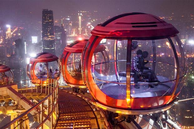 En China giran vainas encima de Canton Tower de Guangzhou