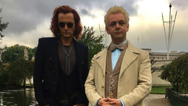 David Tennant es el demonio Crowley, y Michael Sheen el ángel Azifarel