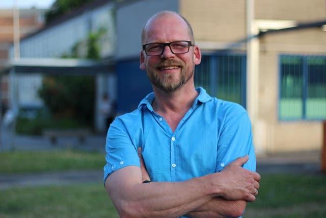 Arne Dechow, director de Die Werft, delante de la cárcel de Wiesbaden