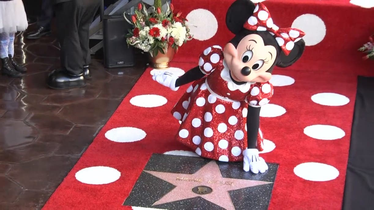 Katy Perry acompaña a Minnie Mouse a develar su estrella