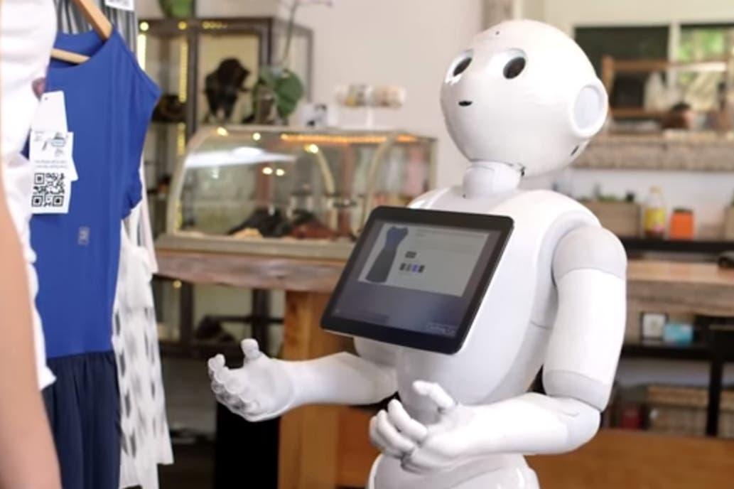 Echan a un robot por ser inútil y descortés — Insólito