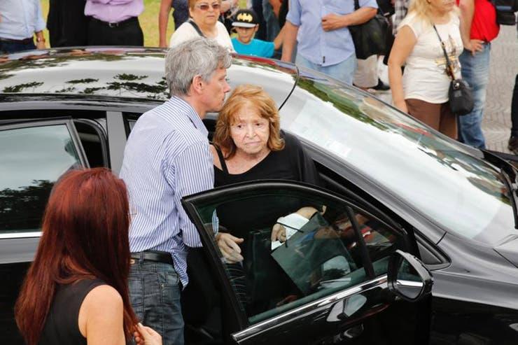 Marta Lea Volpin, la madre de la periodista, al momento de arribar a Chacarita