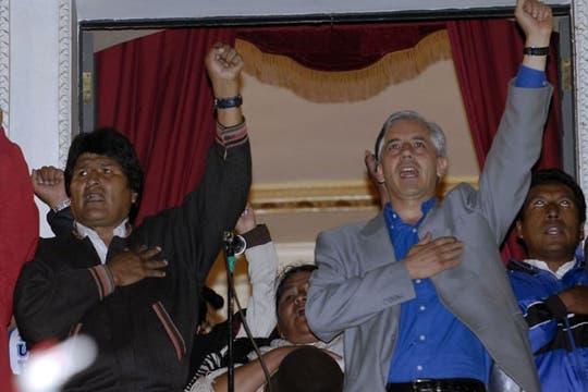 Evo Morales renovó su mandato en Bolivia por una aplastante diferencia y la gente salió a festejar a las calles. Foto: AFP