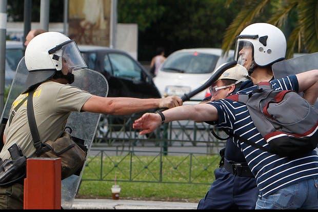 Hubo fuertes enfrentamientos entre la policía y los manifestantes