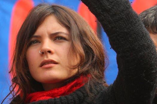 La belleza de Camila Vallejo se destaca junto a sus ideas claras y firmes sobre el movimiento estudiantil chileno. Foto: Archivo / El Mercurio / GDA