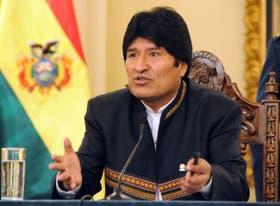 """""""No se puede entender que un presidente legalmente electo, democráticamente electo, no proponga nada. Yo no sé si está a la altura del dictador Pinochet el presidente Piñera"""", señaló Morales"""