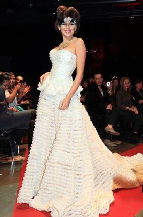 Sobre la pasarela. Antoniale, vestida de novia.