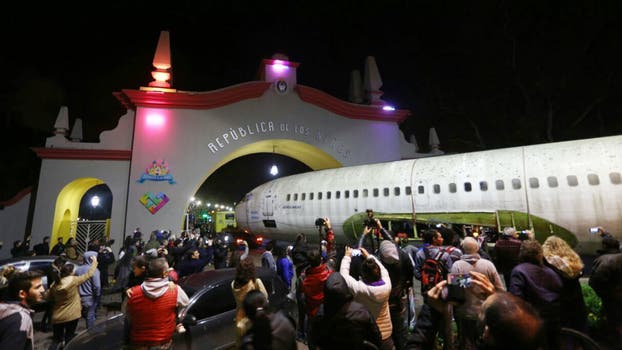Llegó a la República de los Niños el ex avión presidencial que sobrevoló Malvinas. Foto: LA NACION / Santiago Hafford