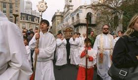 Las reliquias de Santa Teresita y de San Roque González fueron llevadas a la Catedral