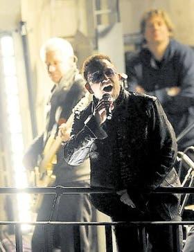 """Anteayer, Bono y compañía sorprendieron a los londinenses cuando aparecieron en las terrazas de la BBC; la banda tocó dos de los temas del nuevo álbum, """"Get On Your Boots"""" y """"Magnificent"""""""