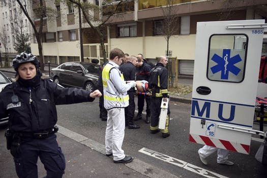 El ataque a la redacción de la revista Charlie Hebdo dejó un saldo de más de diez muertos. Foto: AFP