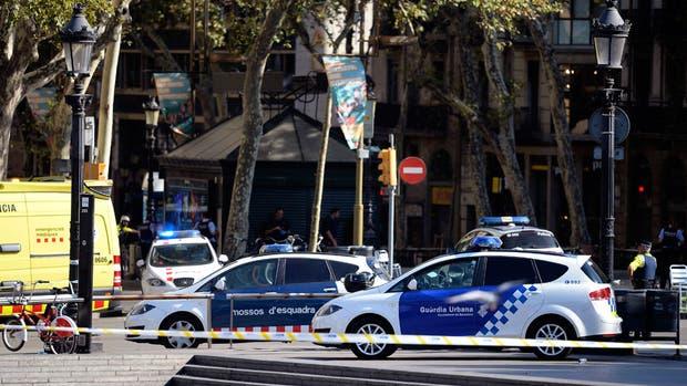 Así amaneció Barcelona tras atentado terrorista que dejó 14 muertos [FOTOS]