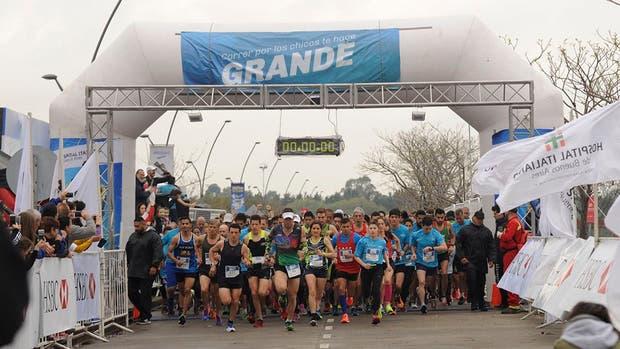 Unos 1200 corredores animaron la 16º edición de la carrera por los derechos del niño curado de cáncer