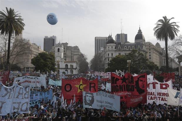 La movilización a la Plaza de Mayo reunió a Barrios de Pie, la CTEP y la CCC, que partieron de San Cayetano
