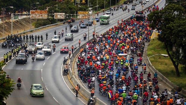 """Miles de chavistas se manifiestan en apoyo a Maduro y """"en defensa de la paz"""". Foto: EFE / Miguel Gutierrez"""