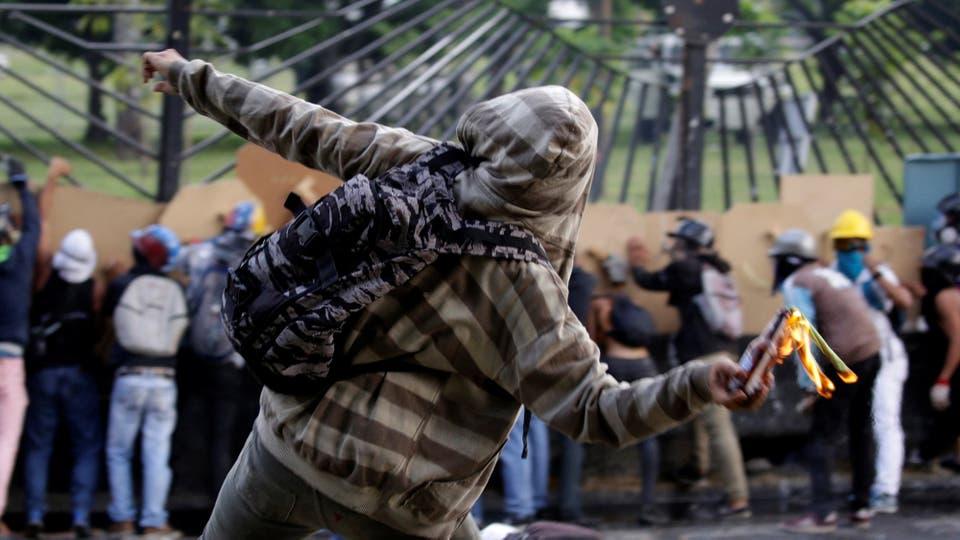Una ola de saqueos sacudió hasta seis municipios, con un resultado final de cinco muertos, un centenar de comercios desvalijados y una docena de camiones asaltados. Foto: Reuters / Marco Bello