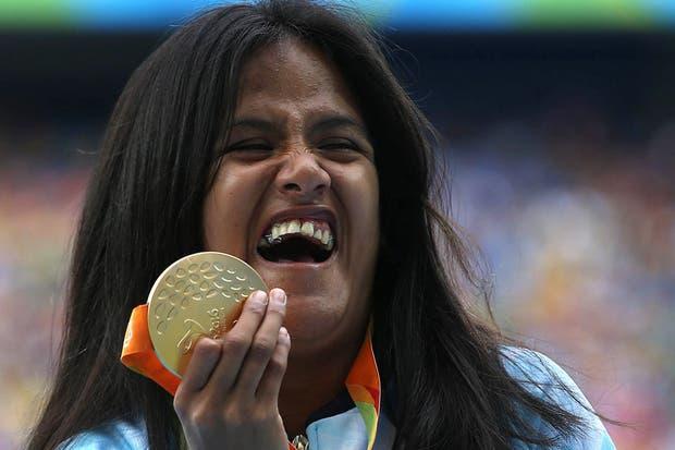 Yanina Martínez, con la medalla de oro que ganó en los Juegos de Río 2016