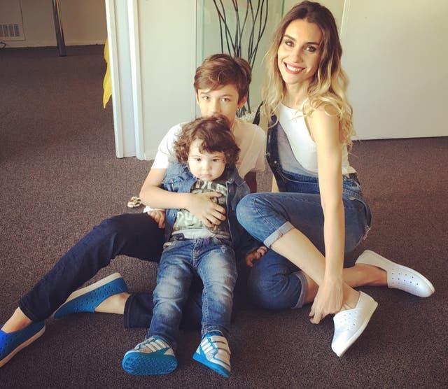 Paula junto a Benicio y Valetino, increíblemente parecido a su papá, Fabián Vena