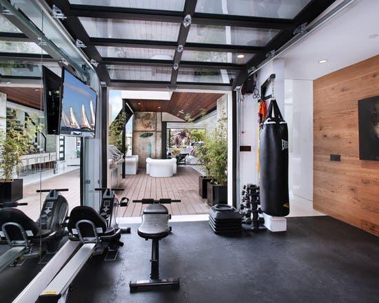 Las máquinas de los gimnasios suelen costar mucho, por lo que se recomienda ir equipándose poco a poco.
