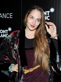"""La chica más linda de """"Girls"""", Jemima Kirke, asistió a la premiere de """"Trance"""" y posó mostrando un tatuaje en su mano. Foto: AP"""