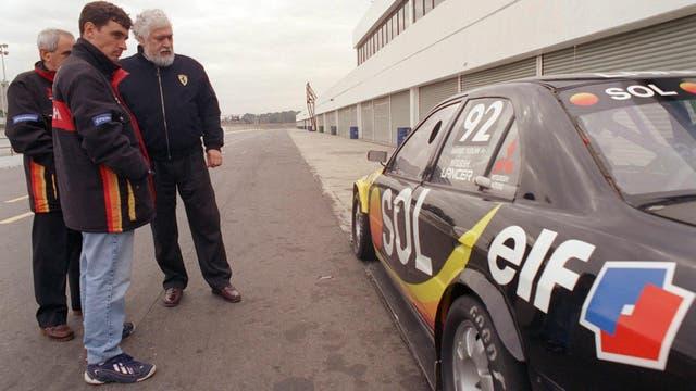 Scalabroni junto a Juan María Traverso y Gabriel Furlán con el Mitsubishi Lancer TC2000 de 1999