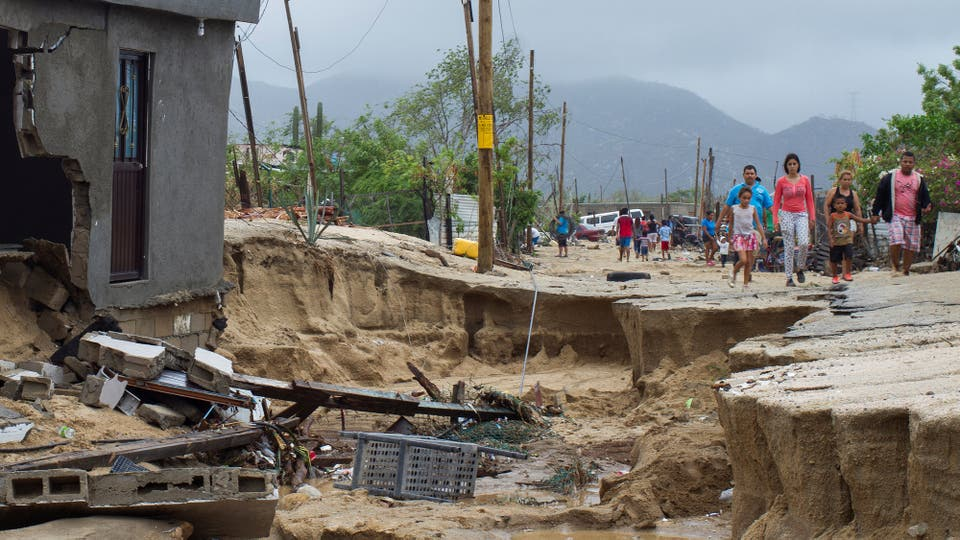 """La tormenta """"Lidia"""" golpeó con fuertes lluvias y vientos en sur de la península mexicana de Baja California . Foto: Reuters / Fernando Castillo"""