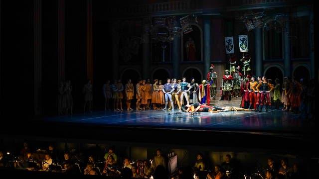 El ex bailarín y director argentino Julio Bocca ha atraído a prestigiosos coreógrafos, instructores y bailarines internacionales y locales para ayudar a posicionar la compañía uruguaya entre las 10 mejores del mundo