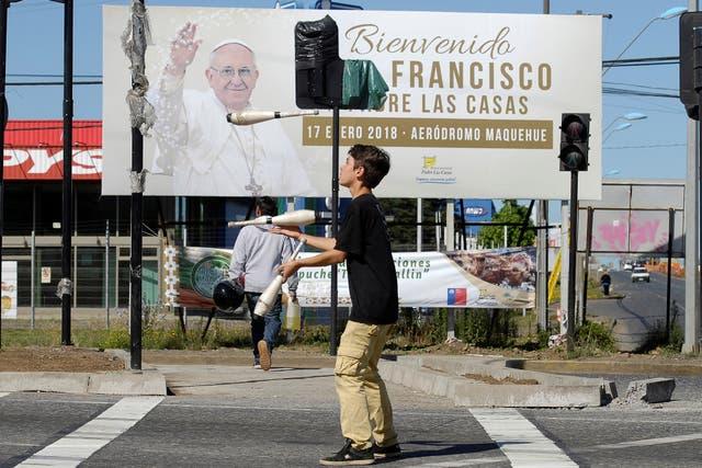En Temuco, los carteles de bienvenida ya se ven en las calles