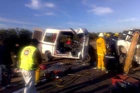 El accidente ocurrió cerca de las 9:30 de la mañana en el noroeste de la provincia, en la localidad de Tostado, en una recta con niebla densa