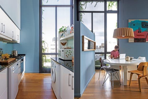Alrededor de la mesa redonda laqueada en blanco, cinco icónicos diseños de sillas del siglo XX: 'Thonet' de madera, regalo de casamiento; blanca 'Tulip' de Eero Saarinen; y 'DCW', 'Wire' y 'Mariposa' de Eames (todo de Newton). Rematan el sector una lámpara de madera (Weplight) y un espejo rectangula.  Foto:Living /Daniel Karp