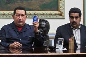 El presidente Hugo Chávez, junto al vicepresidente Nicolás Maduro, unos días antes de que el mandatario partiera hacia Cuba