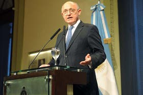 """El canciller Héctor Timerman advirtió que su homólogo William Hague """"no es libre"""" de reunirse con la Argentina"""