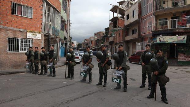 Efectivos de la Gendarmería Nacional en la villa 1-11-14