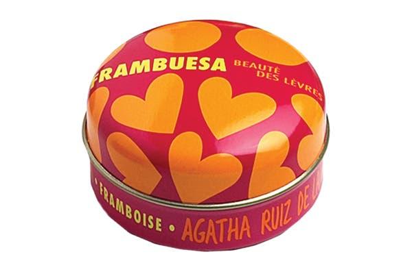 Labial (Agatha Ruiz de la Prada, $27). Para cuidar y humectar los labios.