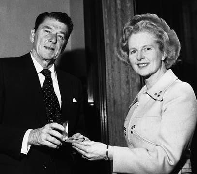 Junto al entonces Gobernador de California, Ronald Reagan en el año 1975. Foto: Archivo