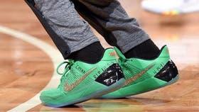 Isaiah Thomas escribió el nombre de su hermana en las zapatillas con las que debutó en los playoffs