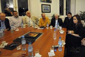 Armando Cavalieri, Héctor Daer, Roberto Fernández, Andrés Rodríguez, Antonio Caló y Gerardo Martínez, con Cristina