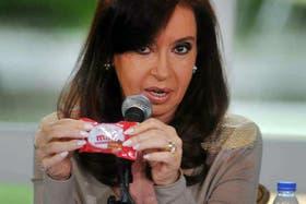 "Cristina Kirchner, ayer, cuando recordó que le regalaron un alfajor Fantoche ""mini"""
