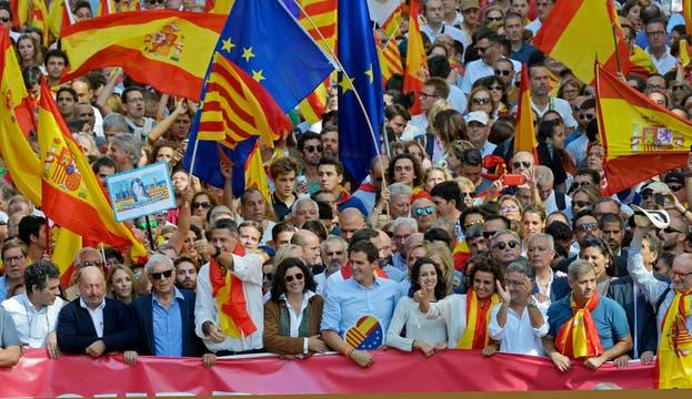 Multitudinaria marcha en Barcelona contra la independencia de Cataluña. Foto: LA NACION / Adrián Quiroga