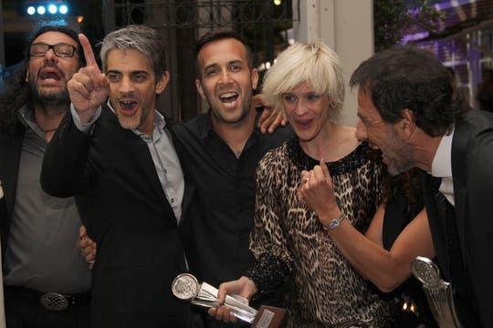 El equipo de El elegido, a puro festejo.. Foto: LA NACION / Matías Aimar