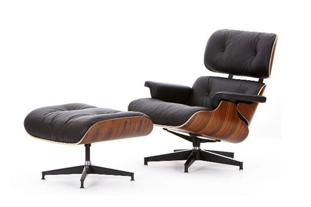 Lounge Chair and Ottoman, de Charles Eames (1956) .