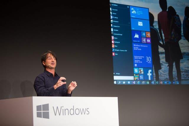 Junto al botón Inicio, la vista tradicional de escritorio recupera el protagonismo en Windows 10