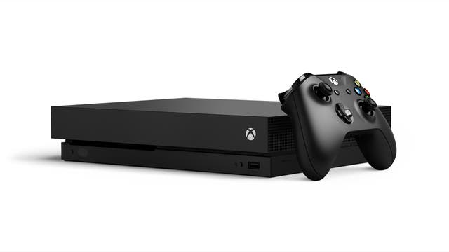 La Xbox One X de Microsoft tiene mejores especificaciones técnicas, pero es más cara y aún no está disponible en la Argentina