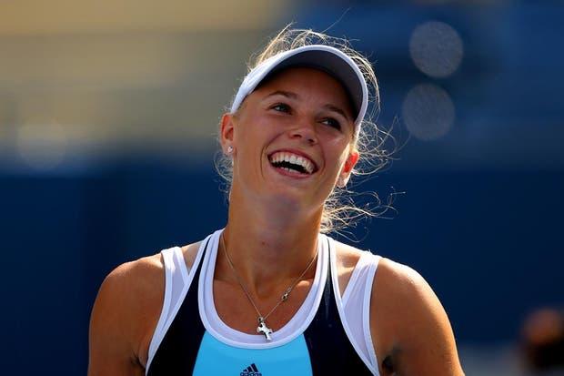 La danesa Wozniacki, de sonrisa dulce, sigue adelante en el US Open.  /Fotos de EFE, AP, AFP y Reuters