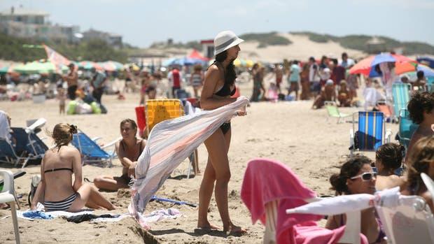 En la costa, las reservas marchan lento; Brasil recibirá a más de 2 millones ?de argentinos, y en Uruguay y Chile también esperan una buena afluencia