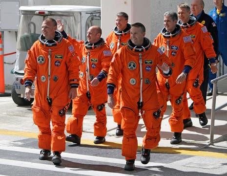 Comandante Ken Ham, el piloto Tony Antonelli, especialistas de la misión Garrett Reisman, Good Michael, Bowen Steve y Piers Sellers son quienes viajaran en esta misión. Foto: AP
