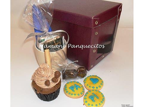 Mamane Panquecitos: 1 cupcake Premium; 3 cookies personalizadas; 3 chocolates; 1 taza con sobre de café, té, leche, té saborizado; 1 caja porta cd y caja de desayuno; $ 50. Foto: lanacion.com