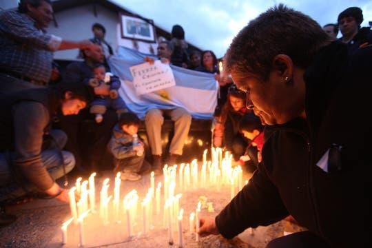 Las personas comenzaron a hacer cola para poder entrar en la Casa Rosada desde muy temprano y pasaron la noche en la pLaza. Foto: LA NACION / Maxie Amena / Enviado especial